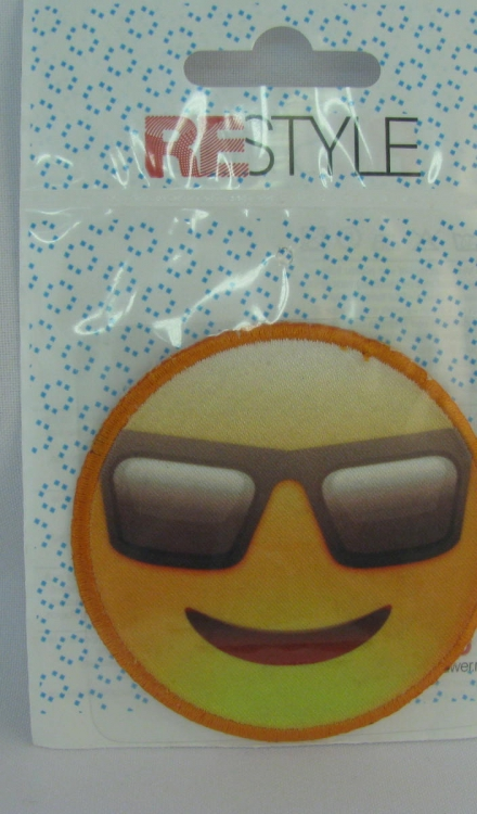 Applicatie smiley zonnebril