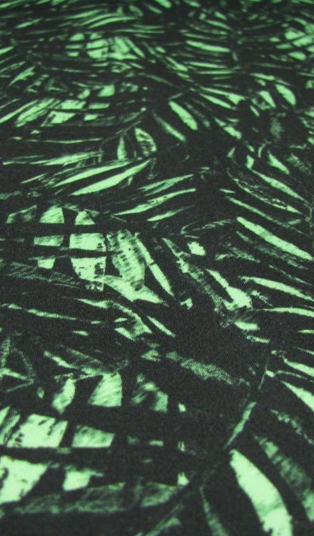 Stretch katoen zwart met groene blaadjes Editex