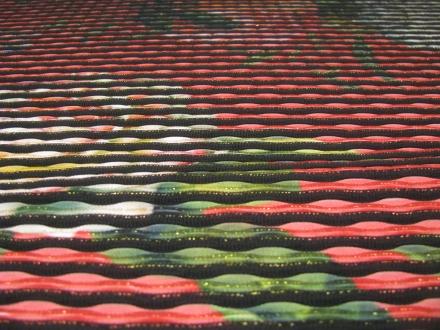 Polyester rood met ribbel en bloem