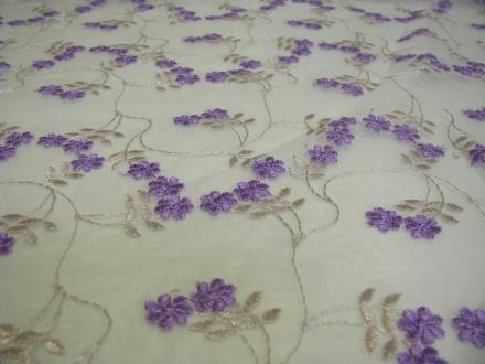 Kant met paarse bloemen